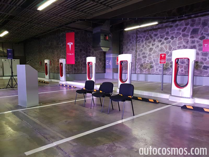 Primer súper cargador Tesla en México