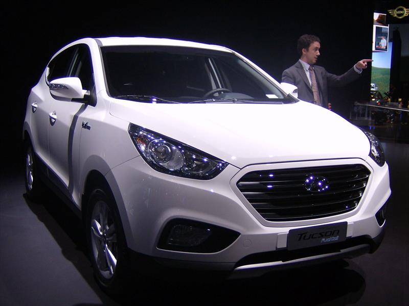 Hyundai Tucson Fuel Cell 2015