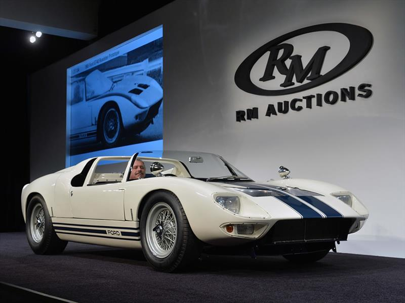 Pebble Beach: Ford GT40 Prototype Roadster 1965
