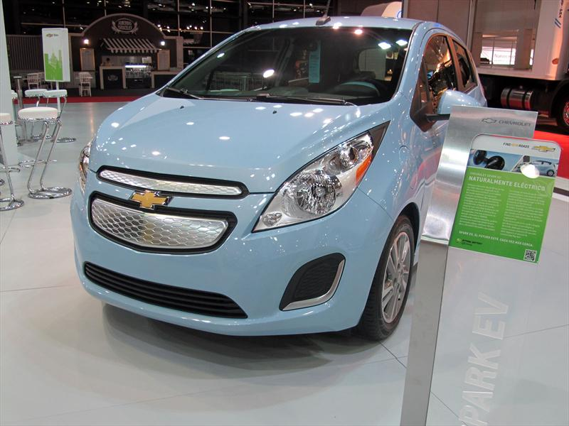Chevrolet Spark EV y bicis en el Salón de BA 2013