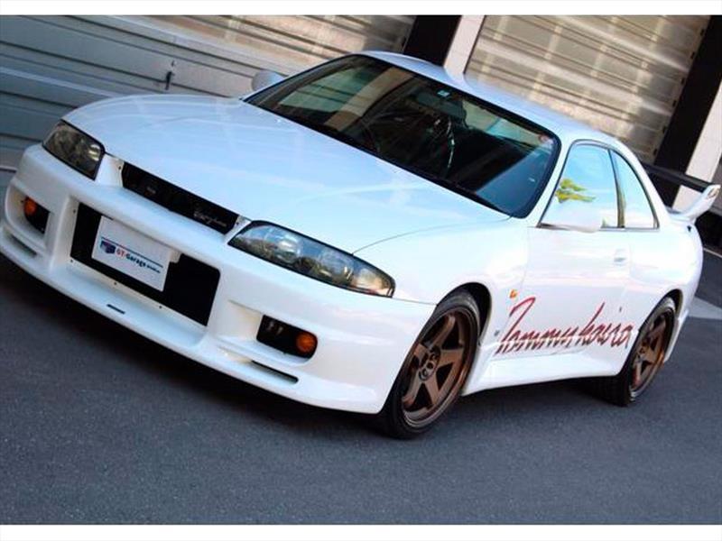 Nissan Skyline Tommykaira GT-R R33