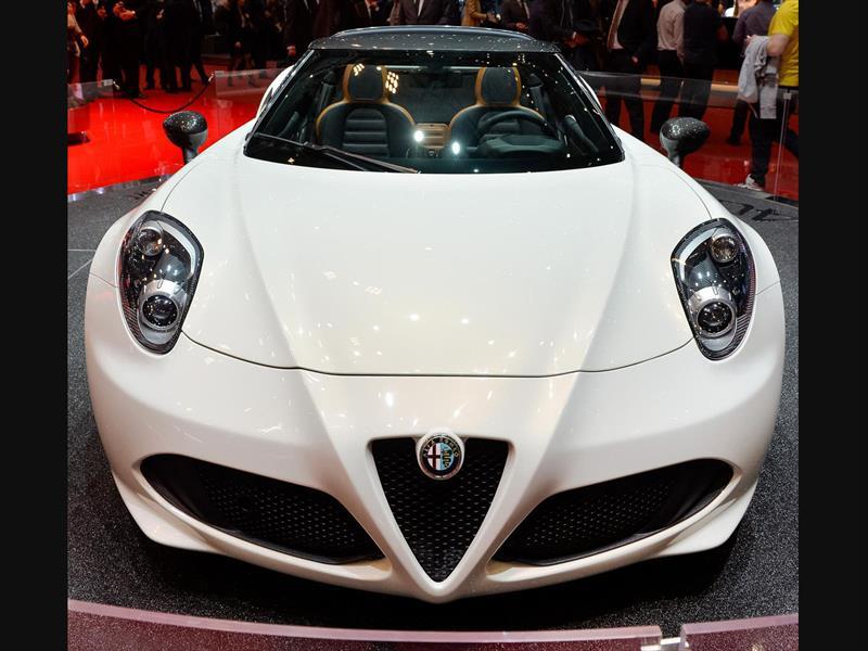 Alfa Romeo 4C Spider, acelerando el cielo