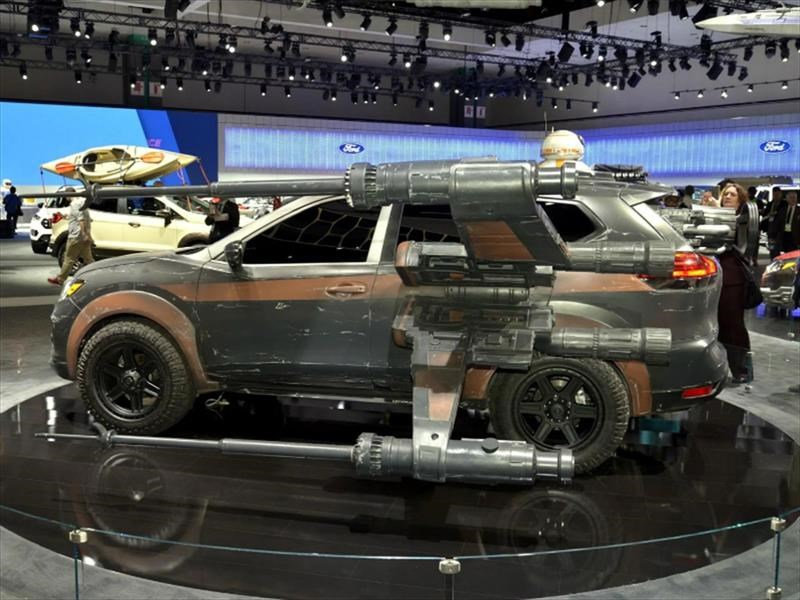 Nissan Rogue-Poe Dameron's X-wing with BB-8