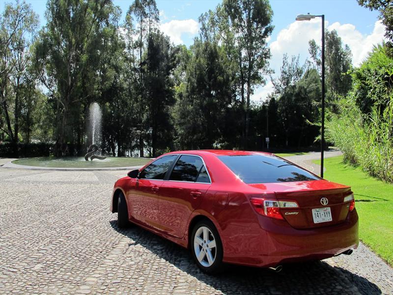 Toyota Camry 2012 llega a México