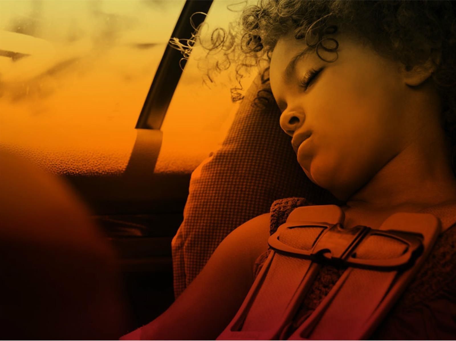 Evita que los niños se insolen al interior del carro