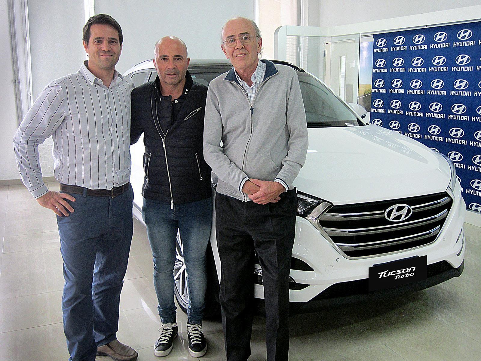 Ahora sí: Jorge Sampaoli recibió una Hyundai Tucson Turbo