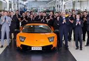 El último Lamborghini Murciélago sale de la línea de producción