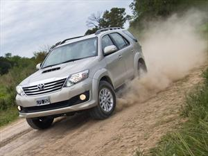 Toyota anuncia que la Hilux y la SW4 recibieron homologación por parte de la FIA