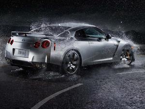 ¿Conviene lavar el auto con agua de lluvia?