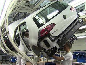 Volkswagen interrumpe producción en seis plantas