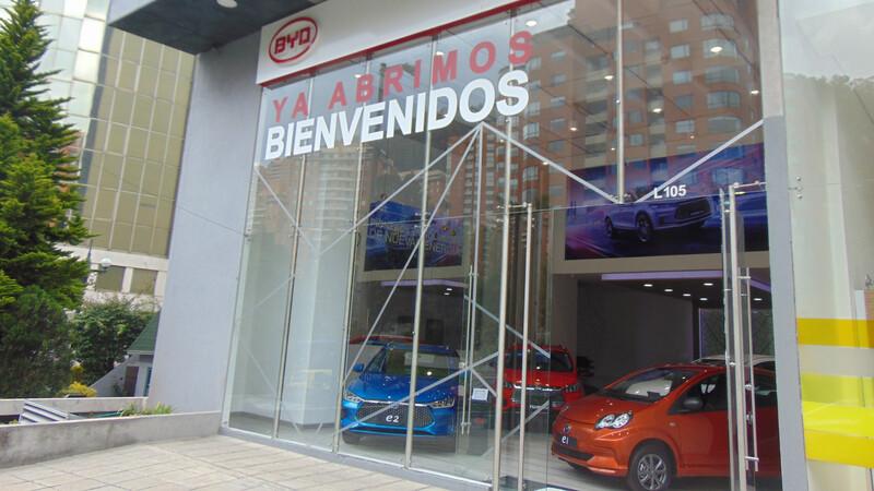 BYD abre sus primeras vitrinas exclusivas para vehículos eléctricos en Colombia