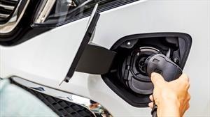 ¿Qué marcas todavía no ofrecen autos totalmente eléctricos?