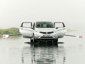 Nissan transforma a un Note en un bote a remos