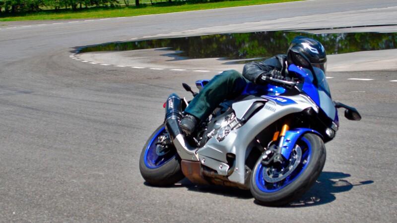 Manejamos la Yamaha R1 2020 en pista