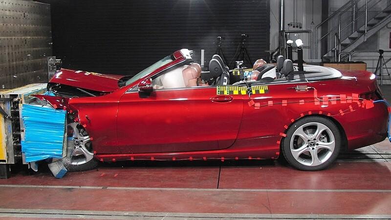 ¿Un convertible es más inseguro que un auto con techo?