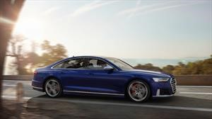 Audi S8 2020 es un elegante y atlético sedán microhíbrido