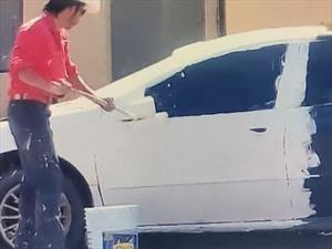 Sujeto te enseña como NO pintar tu auto