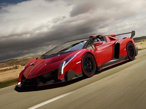 Lamborghini suelta un Veneno al aire libre