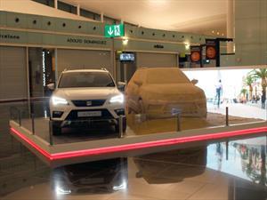 SEAT Ateca de arena se exhibe en el Aeropuerto de Barcelona