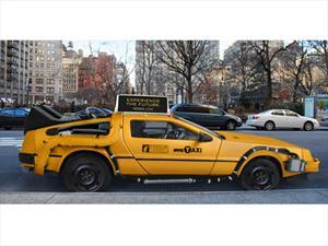 DMC DeLorean de Volver al Futuro es un taxi en Nueva York