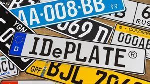 Las clásicas placas de metal de los automóviles pasan a la era digital