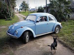 Ofrecen un millón de dólares por el Volkswagen Beetle de José Mujica