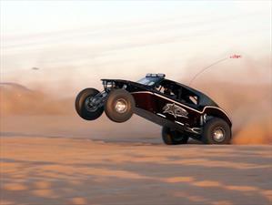 Un buggy de 1,600 hp que vuela por las dunas