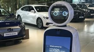 El robot anfitrión de LG le ayuda a vender autos a Hyundai