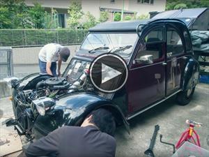 Video: Mirá cómo se restaura un Citroën 2CV en este timelapse hipnotizante