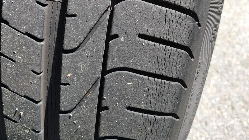 Porqué los neumáticos se agrietan y queman