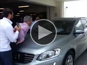 Conductor olvida activar el detector de peatones de un Volvo XC60