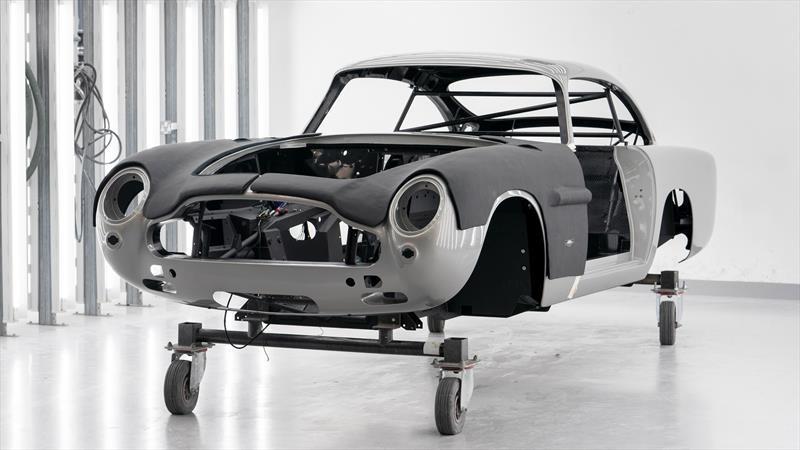 55 años después, Aston Martin reanuda la producción del DB5, solo que con el sello James Bond