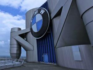 BMW Group mira a todos desde arriba