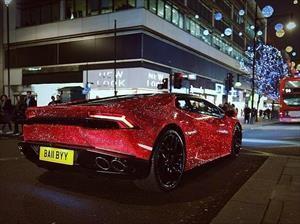 Un Lamborghini Huracán es cubierto con cristales Swarovski