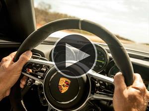 Porsche 918 Sypder a máxima velocidad en una carretera pública