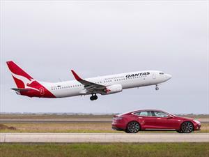 Tesla Model S P90D Vs Boeing 737-800 ¿quién ganará en la pista?