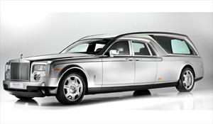 Una carroza fúnebre Rolls Royce Phantom