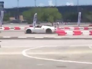 Video: Bugatti Veyron Grand Sport choca en un kartódromo