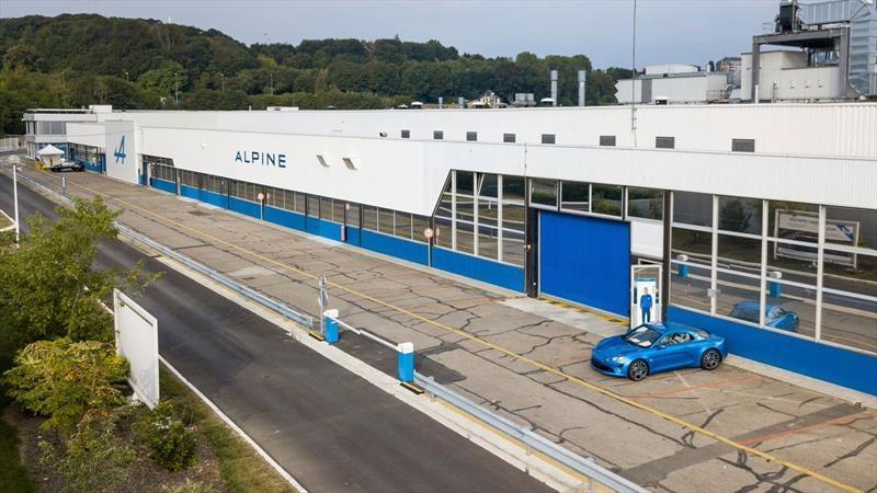 Alpine, mal y de malas: La planta de Dieppe sufre un incendio