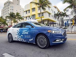 Video: Un Ford Mondeo autónomo hace de delivery en Miami
