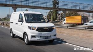 Chevrolet Tornado Van 2022, primer contacto con una eficiente herramienta de trabajo