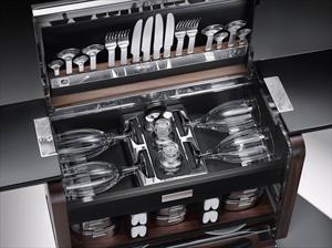 Rolls-Royce muestra su lujosa canasta de picnic