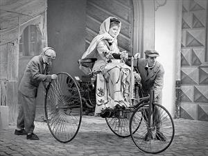 Mercedes-Benz homenajeó a Bertha Benz ¿Sabés quién fue?