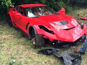 Video: Destruyen un Chevrolet Corvette Z06 contra un árbol