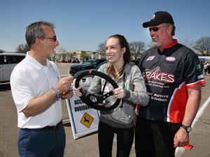 Mopar busca promover la seguridad de los conductores adolescentes
