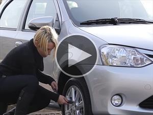 Hágalo usted misma: Cómo cambiar una rueda