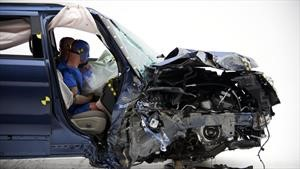 Por qué un accidente automovilístico a baja velocidad puede ser mortal