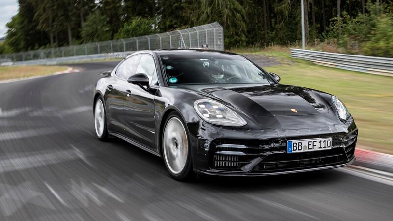 Nuevo Porsche Panamera vuela en el Infierno Verde