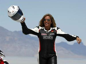 Valerie Thompson es la mujer más rápida del mundo en una motocicleta