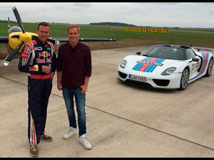 Porsche 918 Spyder vs avión, duelo de titanes